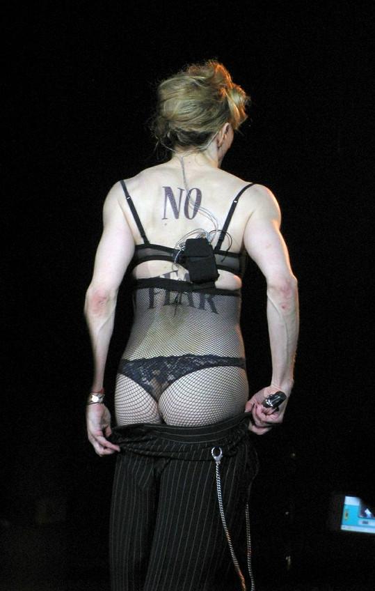 Madonna během koncertu v Londýně.