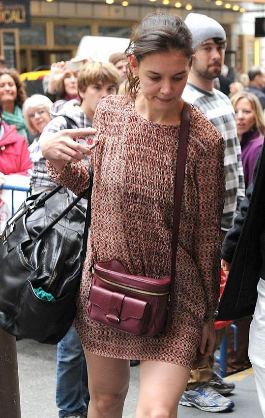 Katie Holmes měla nezvykle krátké šaty.