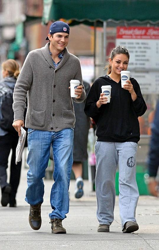 Mila si s Ashtonem zašla pro kávu.