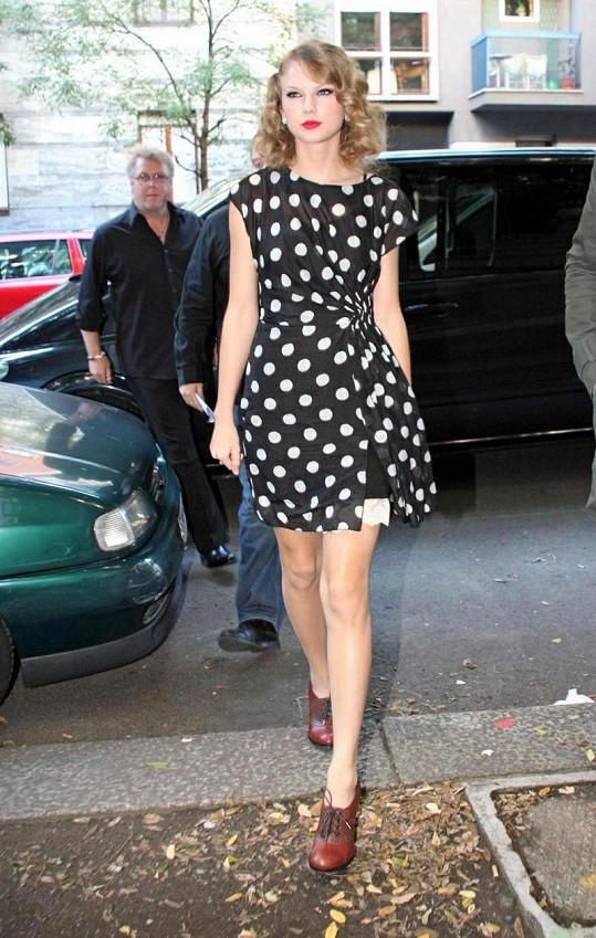 Zpěvačka Taylor Swift je pořádná kočka.