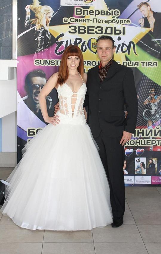 Míše to v luxusních šatech slušelo. Na fotce s manželem Janem Horsákem.
