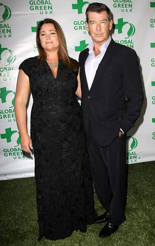 Pierce Brosnan s manželkou Kelly Shaye Smith.