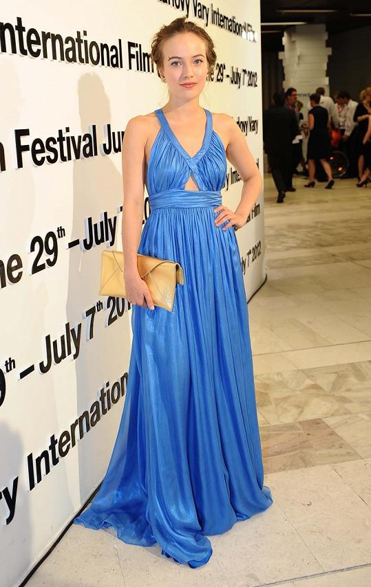 Tereza Voříšková předvedla luxusní modré šaty.