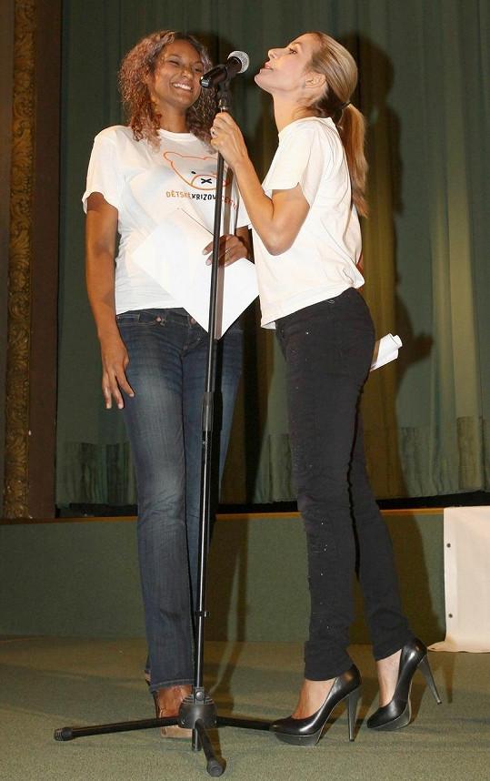 Lejla s Evou Decastelo před uvedením filmu.