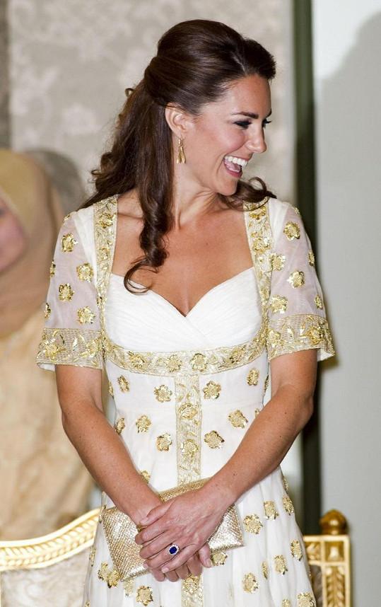 Kate rozdávala úsměvy na všechny strany.