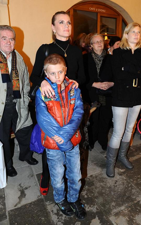 Leona Machálková dorazila se synem Arturem.