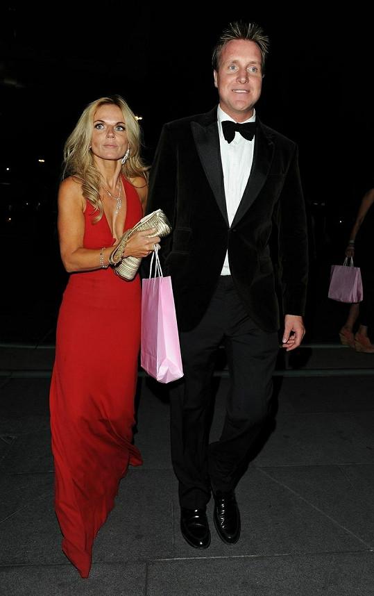 Na ples dorazila také bývalá Spicegirl Geri Halliwell s přítelem Henrym Beckwithem.