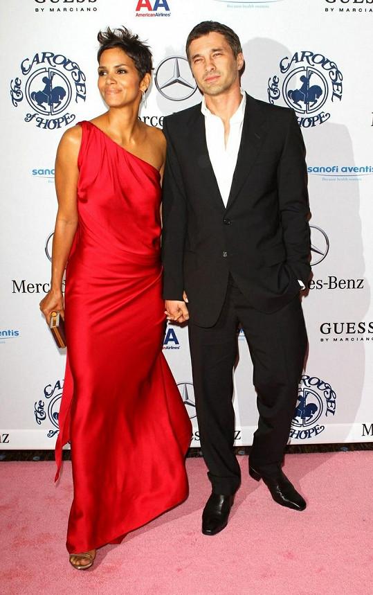 Halle Berry a Olivier Martinez tvoří pár od podzimu 2010.
