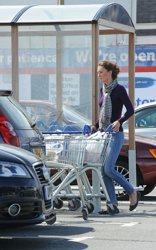 Princezna Kate se nevyhýbá běžným domácím činnostem ani nákupům potravin.