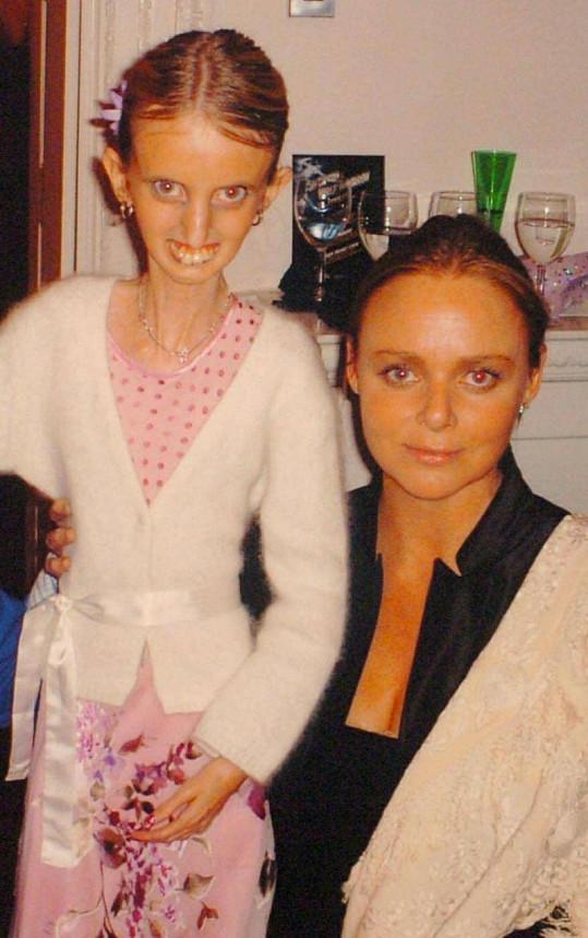 Adrienne s návrhářkou Stellou McCartney.