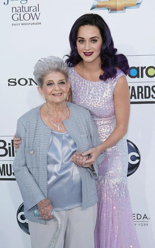 Katy Perry se svou babičkou Ann Hudson.