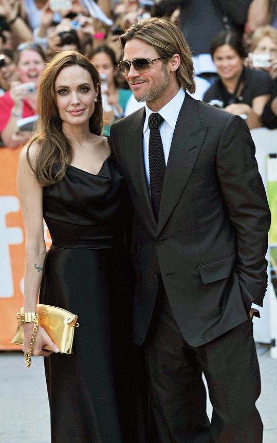 Brad Pitt s Angelinou na premiéře jeho nejnovějšího filmu Moneyball v Kanadě.
