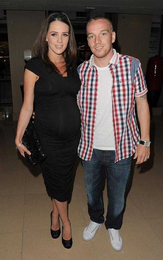 Těhotná Danielle Lloyd se svým snoubencem Jamiem O'Harou.