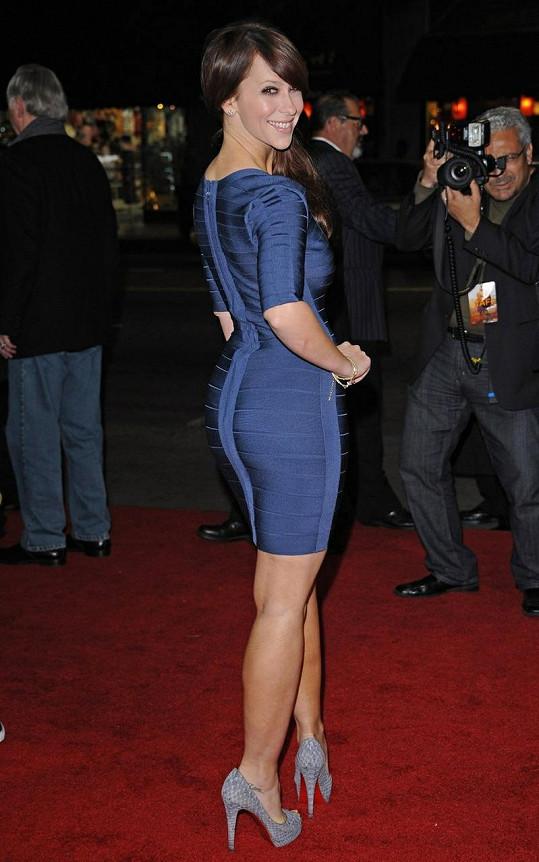 Opět štíhlá Jennifer před třemi týdny na premiéře filmu Like Crazy.