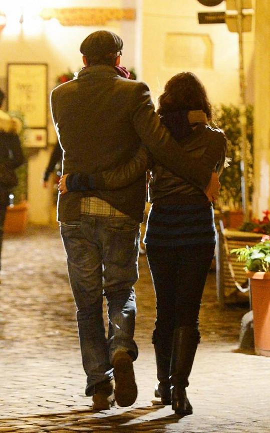 Mládí potřebuje mládí: Ashton na svou starší manželku Demi asi úplně zapomněl.