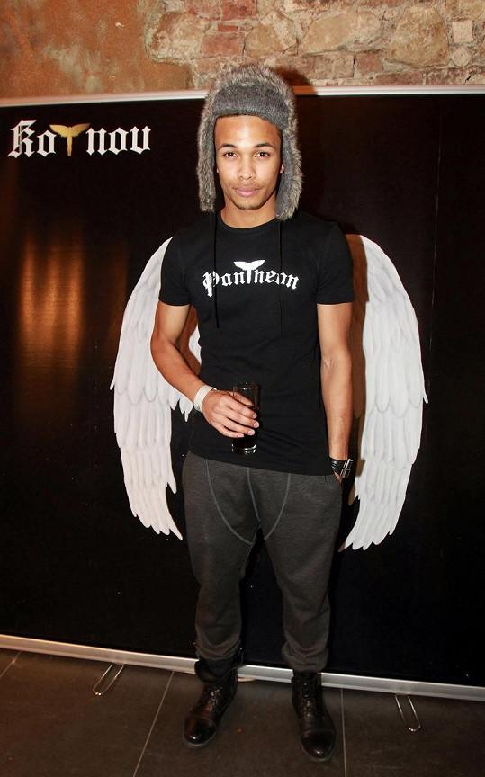 Ben Cristovao jako anděl.