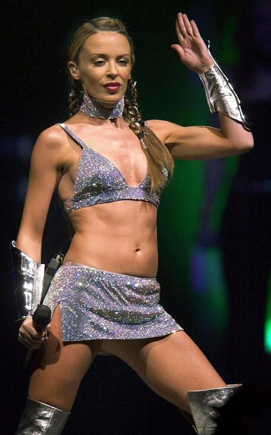 Kylie Minogue se ráda odhaluje.