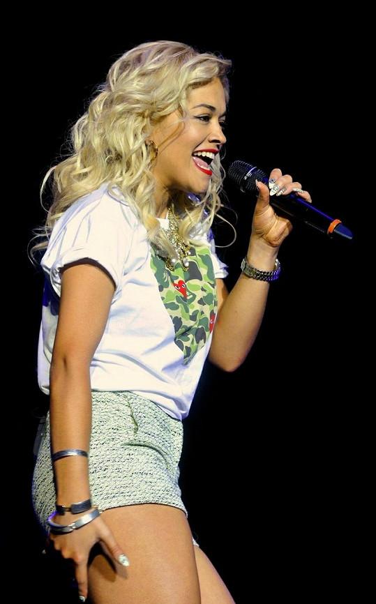 Rita Ora je novou vycházející hvězdou.