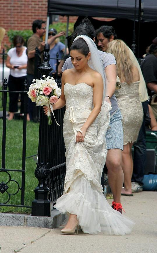 Nádherná nevěsta Mila Kunis.