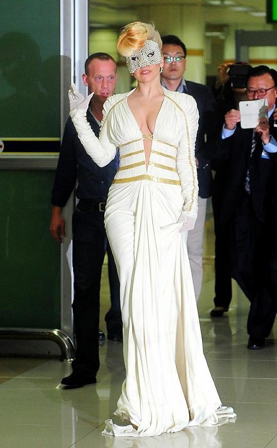 Gaga na letišti v Jižní Koreji.