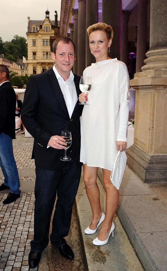 Výkonný ředitel festivalu Kryštof Mucha s těhotnou manželkou.