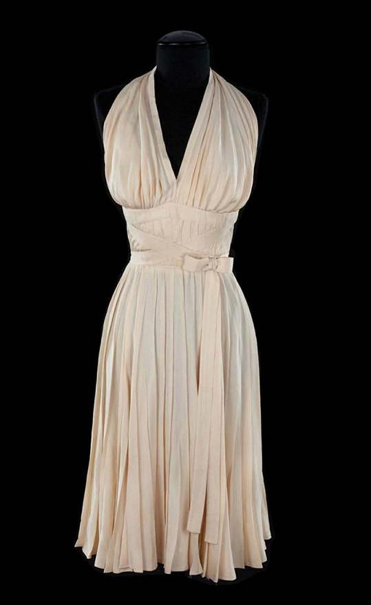 Šaty z filmu Slaměný vdovec.