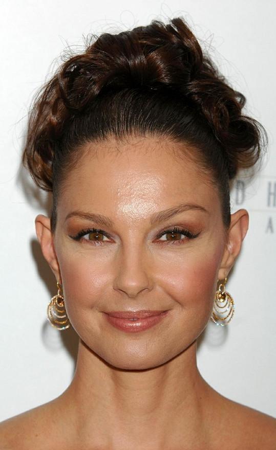 Ashley Judd i po čtyřicítce vypadá skvěle.