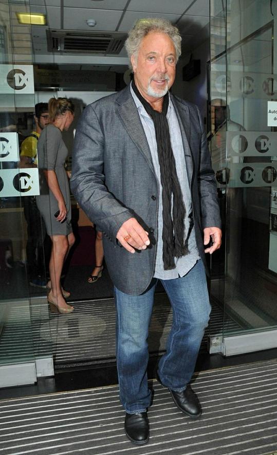 Britský zpěvák Tom Jones musel nedávno kvůli dehydrataci do nemocnice.