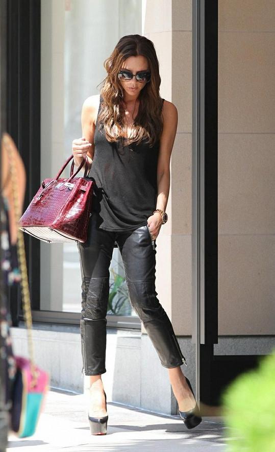 Victoria Beckham vypadá po porodu bezvadně.