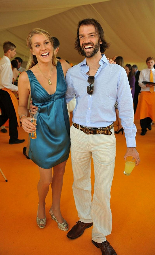 Katin přítel Ned Rocknroll s manželkou Elizou Pearson na starším snímku.