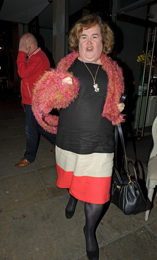 Susan Boyle je proslulá svými zvláštními módními kreacemi.