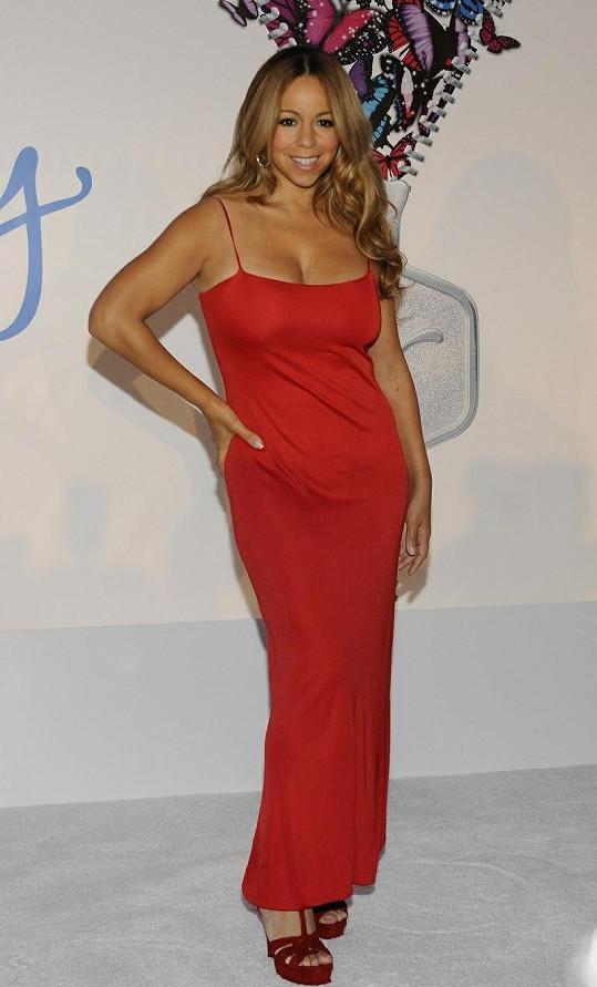 Sexy maminka půlročních dvojčat Mariah Carey.