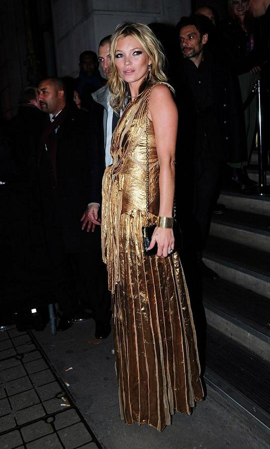 Hvězdná Kate Moss propagovala svou autobiografickou knihu Kate: The Kate Moss Book.