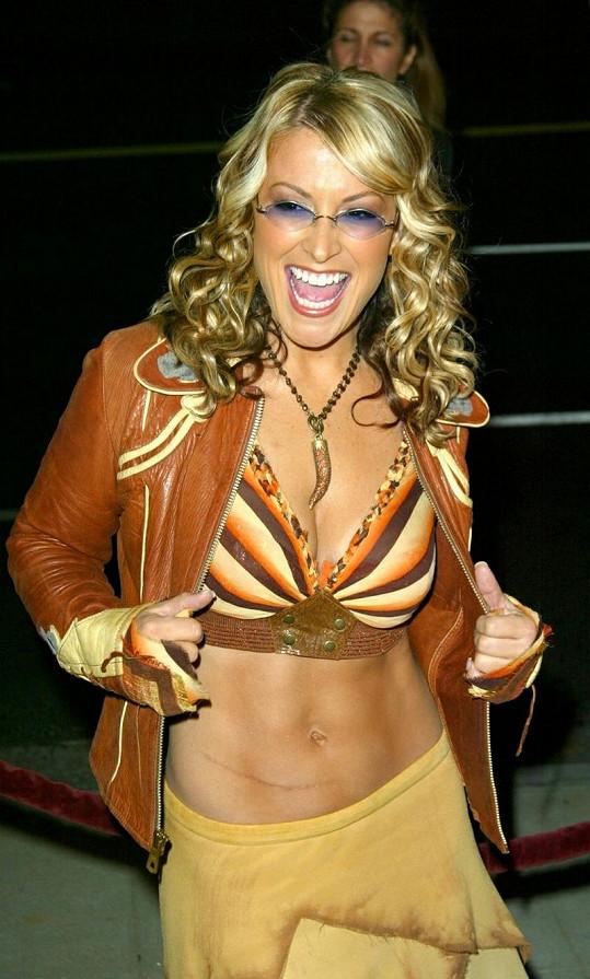 Americká popová diva dříve nosila s oblibou barevné brýle.