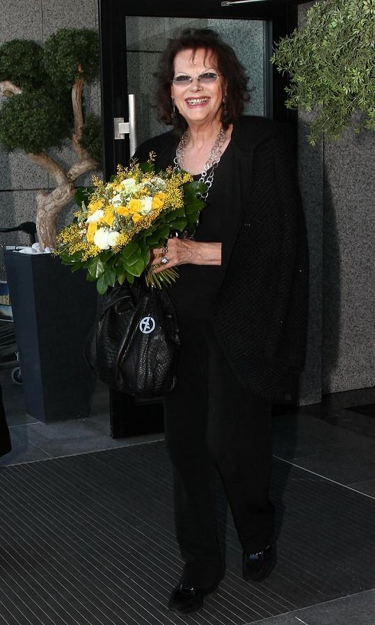 Claudia Cardinalová na letišti v Ruzyni.