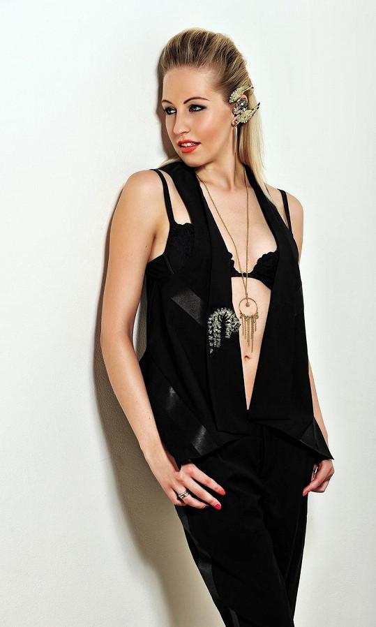 Její nový hit Cash Out vládne českým i zahraničním hitparádám.