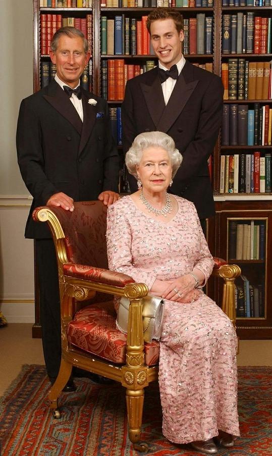 William s otcem Charlesem a babičkou, královnou Alžbetou II.