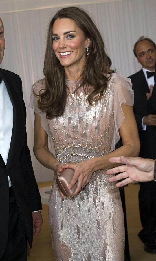 Sympatická Kate Middleton si pomalu získává srdce Britů podobně jako princezna Diana.