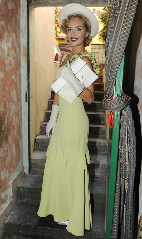 Kuchařová a její stylový outfit.