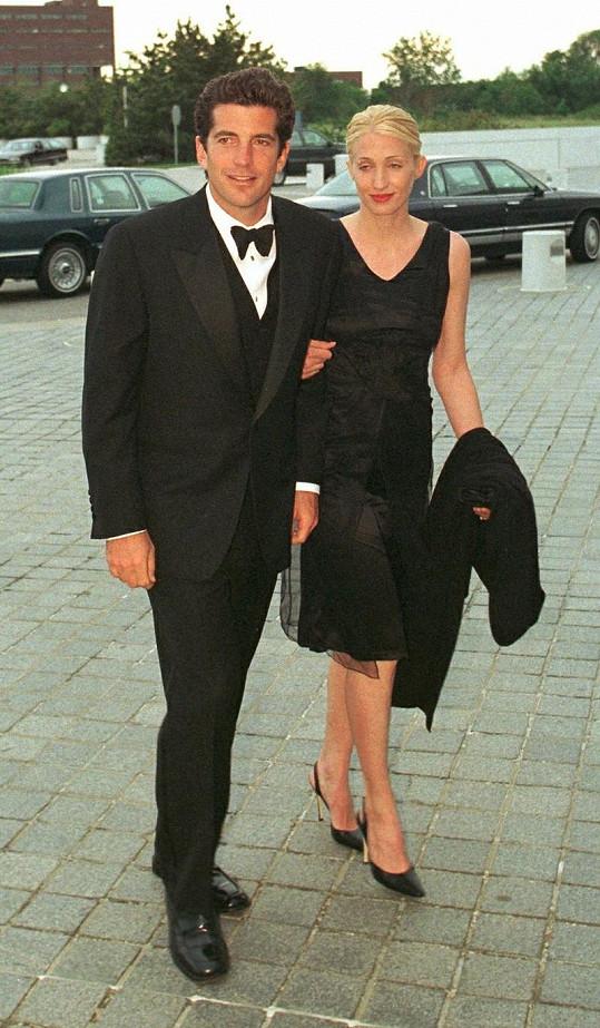 John se svou manželkou Carolyn dva roky před svou smrtí.