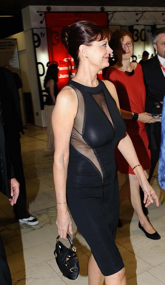 Susan Sarandon zářila v provokativně střižených šatech.