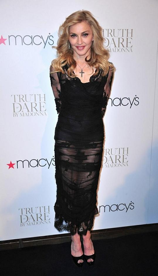 Madonna na představení parfému Truth or Dare v New Yorku.