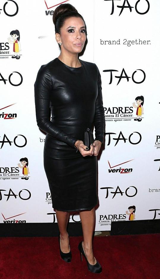 Eva Longoria volbou kožených šatů šokovala módní policii.