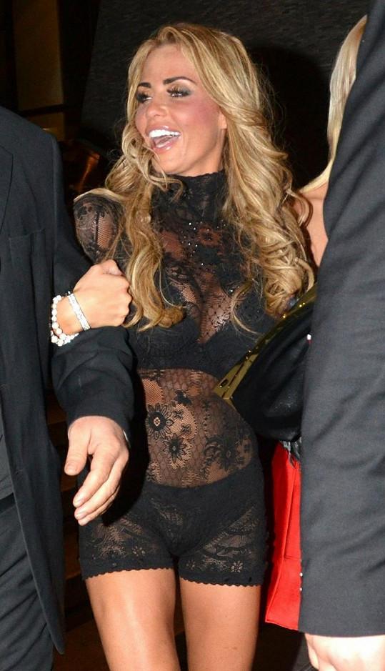 Katie Price si po rozchodu s Leandrem Pennou užívá nočního života.