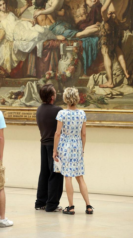 Meg Ryan a John Mellancamp společně obdivují umění v Musée d'Orsay.