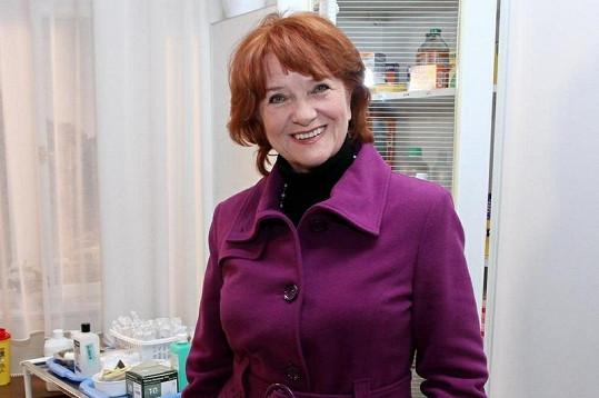 Carmen Mayerová se na natáčení potká se svou dcerou Terezou Kostkovou.