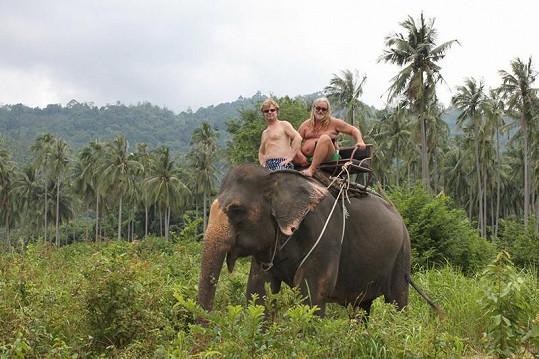 Maroš si na dovolené užíval jízdu na slonovi.