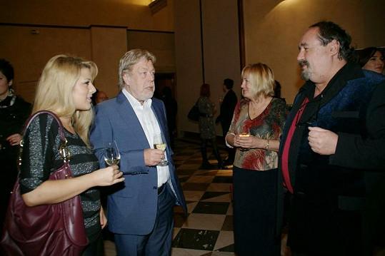 Jan Kanyza s dcerou Bárou si popovídali s manželi Novotnými.