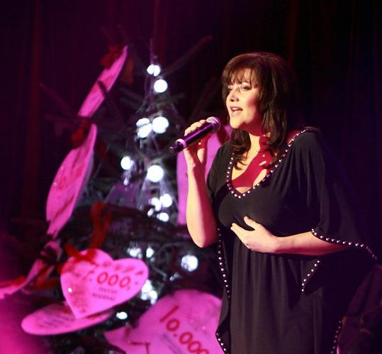Ilona Csáková zazpívala.