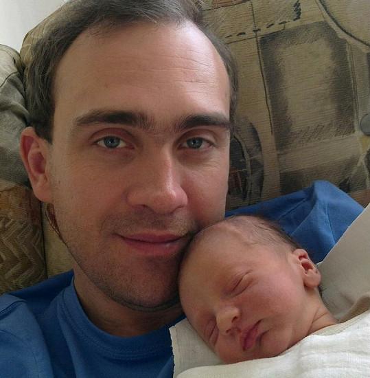 Šťastný otec se synem.
